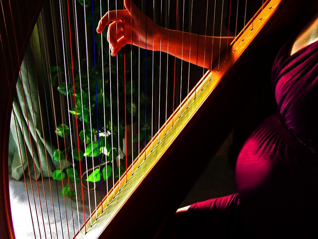 Elena Aker, arpista. Música prenatal