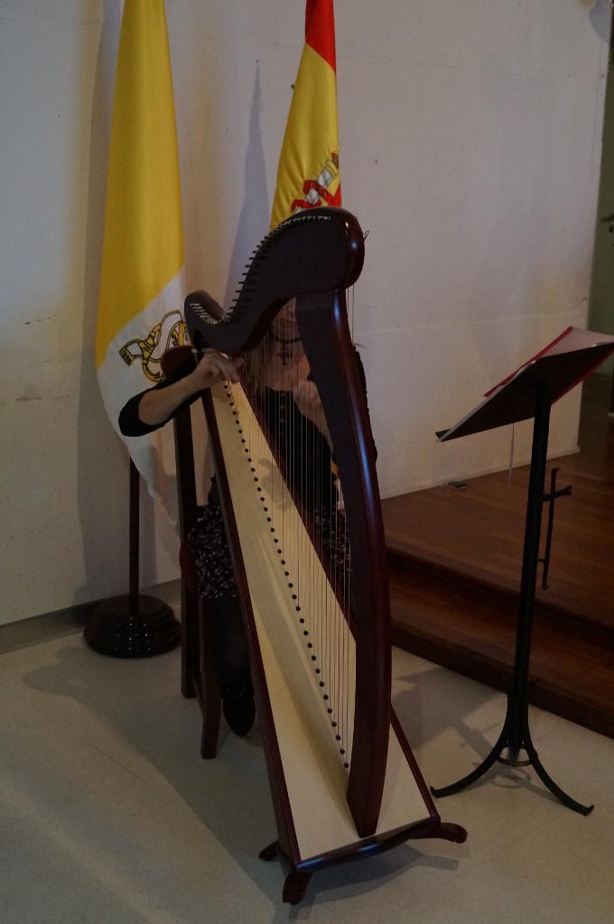 Elena Aker, arpista. Concierto Papa Benedicto XVI en el Auditorio Nacional