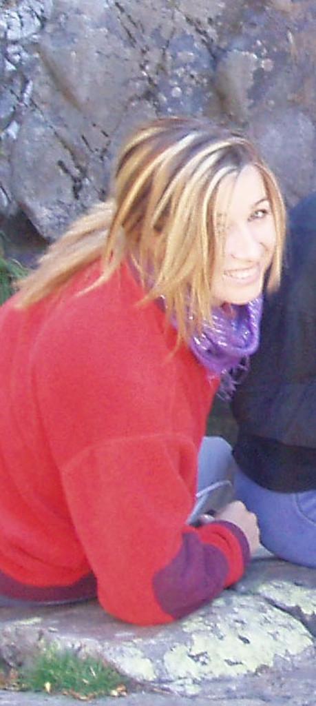 Elena Aker, arpista. Aker y su sonrisa