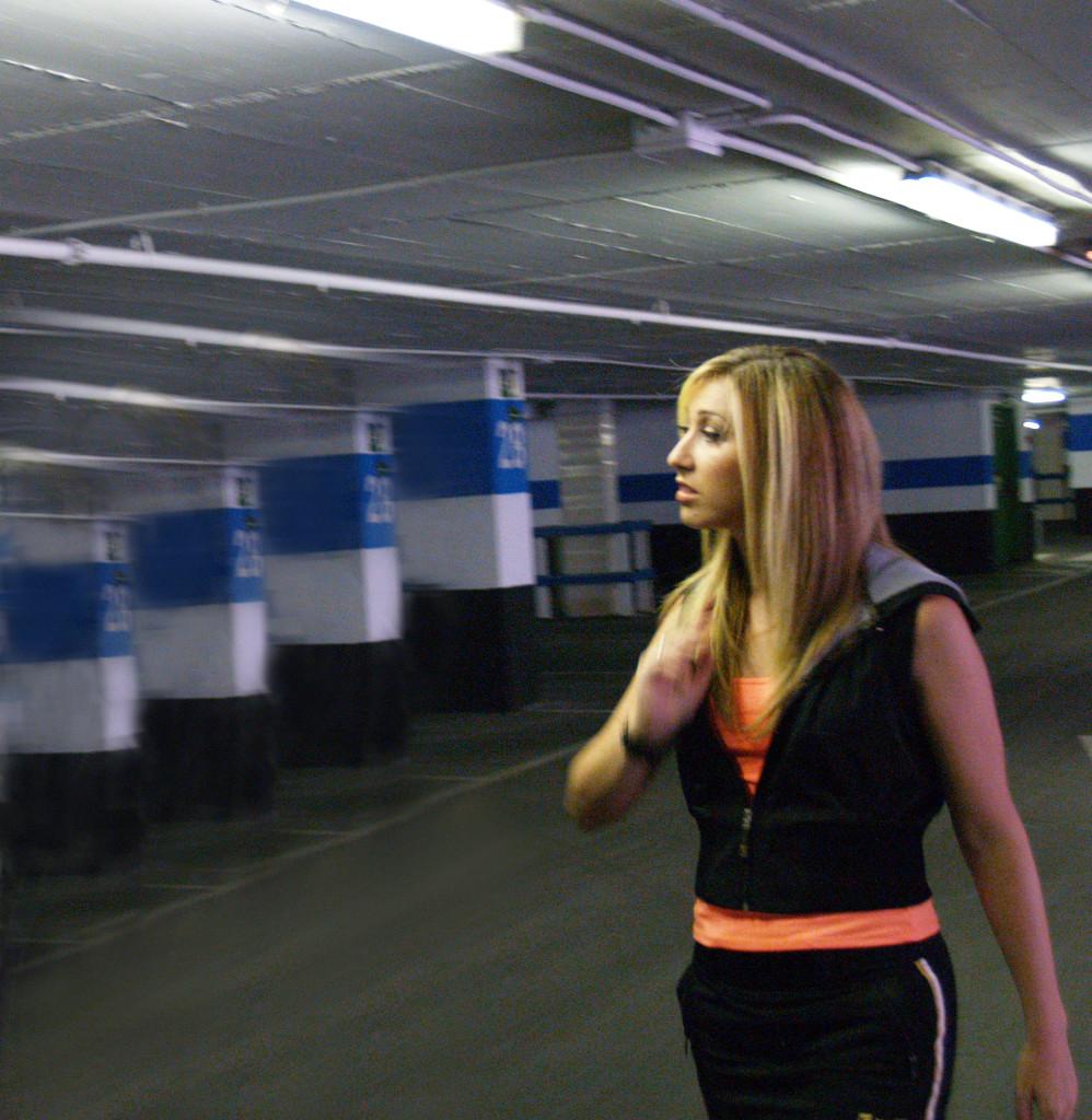 Elena Aker, arpista. Grupo AKER sesión de garaje