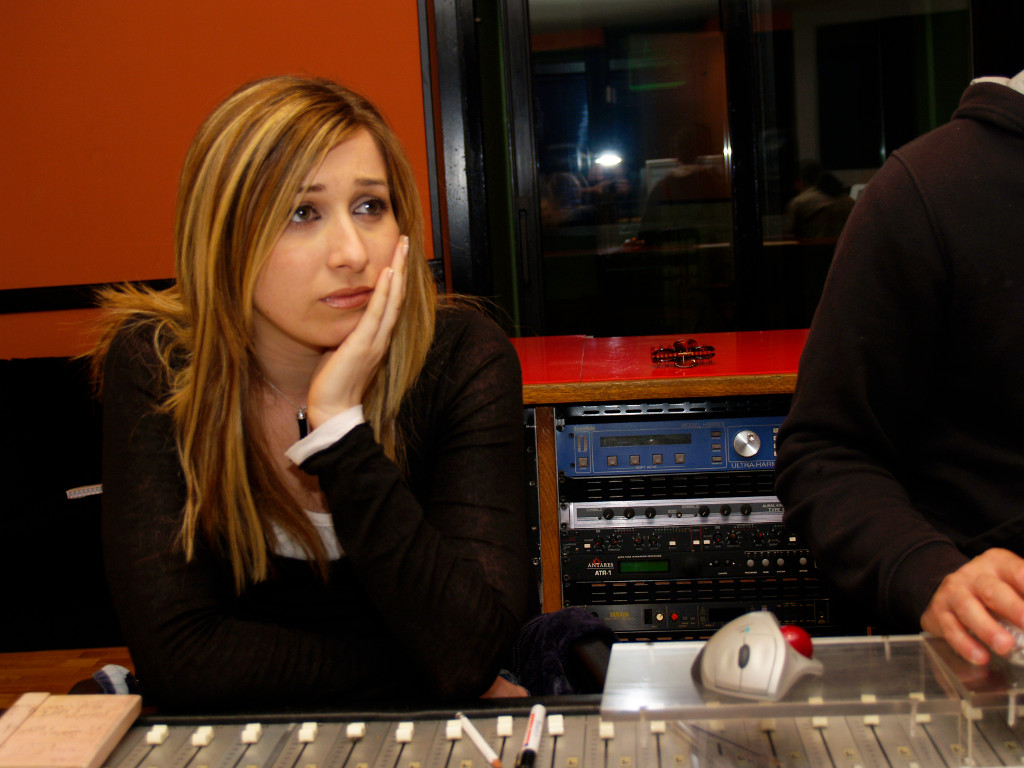 Elena Aker, arpista. Sala de producción
