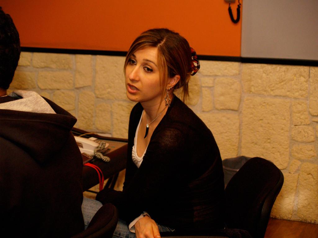 Elena Aker, arpista. Estudio de producción