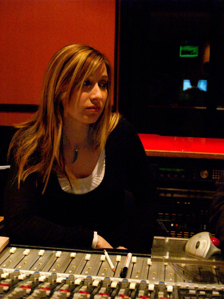 Elena Aker, arpista. Mesa de mezclas